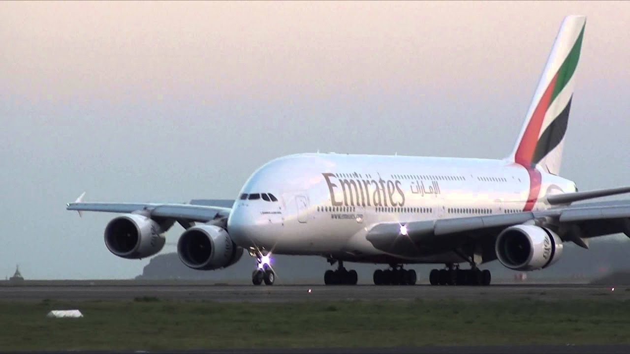 Airbus Iphone Wallpaper Emirates Airlines A380 800 A6 Edn Night Landing On 34l