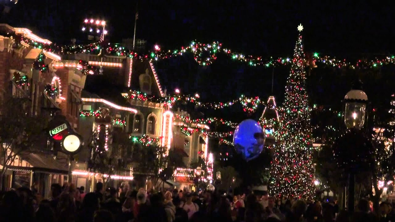 2011 Disneyland Christmas Descorations Walk Up Main Street To The