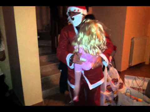 Babbo Natale Ubriaco.Babbo Natale Ubriaco Oscenita Davanti Hai Minori Youtube