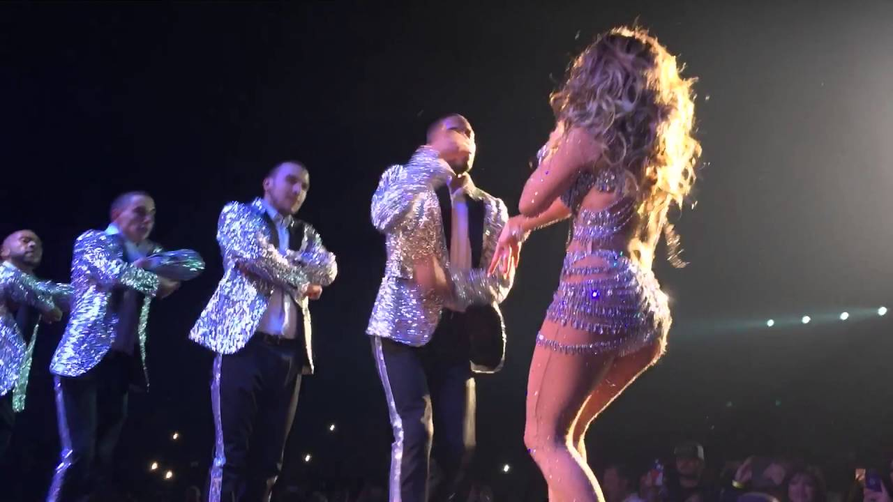 Jennifer lopez jlo get right live performance in las Where does jennifer lopez live