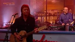 Watch Chris Norman Chasing Cars video