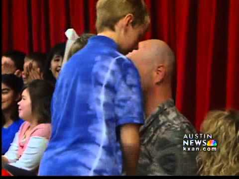 US soldier reunited with his 6 children