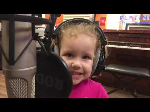 Маргарита (3 года) спела песню крестной маме :)