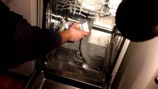 Сыпать соль для посудомойки(Сыпать соль для посудомойки. Для восстановления катионита, который в ионнобменном фильтре посудомоечной..., 2013-11-14T16:19:06.000Z)