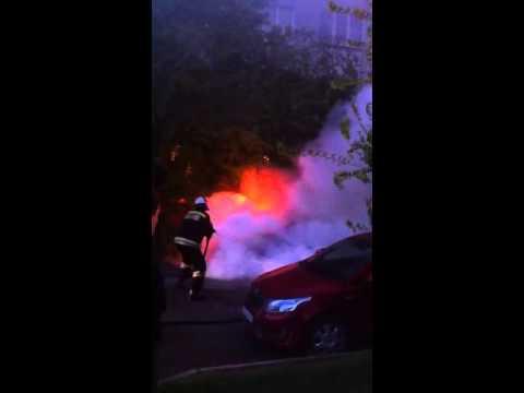 Пожар автомобиля в Краснооктябрьском районе Волгограда