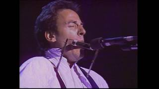 Springsteen Sings Harry Chapin's Remember When the Music