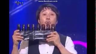 팜플렛으로 yee를 연주하는 김병만