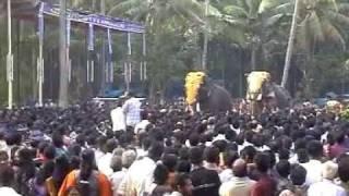 Mangalamkunnu Karnan Vs Chulliparambil Vishnushanker at Chakkumarassery Thalapokkamalsaram Part 1