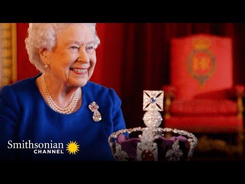 Queen Elizabeth II Reunited With the Crown