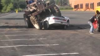 Howie's Mud Bog Rips Car In Half On 93x Hams