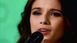 paula fernandes tocando em frente ao vivo bem amigos 28 03 2011