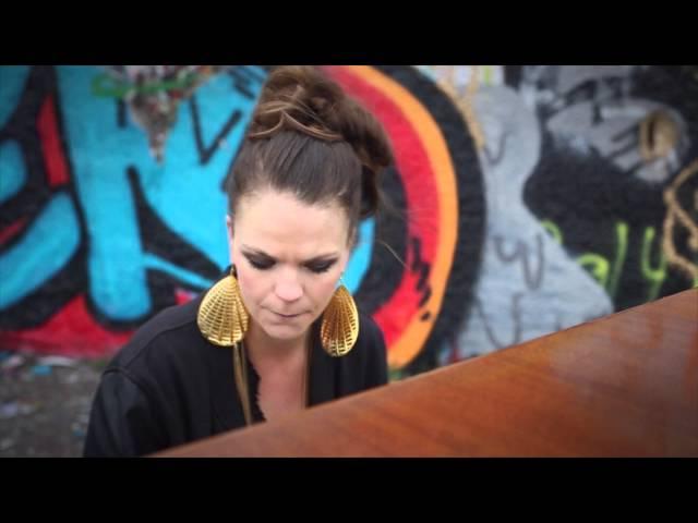 Adée Don't Leave (Official video)