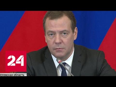 Медведев будет фотографировать дорожные ухабы