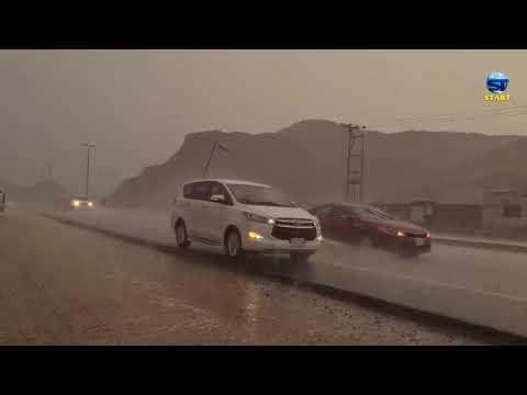 شاهد قوة وهيبة العاصفة المهولة التي تجتاح شمال مكة المكرمة الان ولحظة وصول السيول ، السعودية