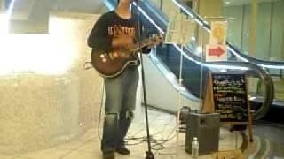うたいびと はねの曲。 2009年博多どんたくゲイツステージにて.