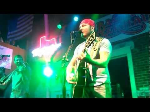stoney-larue---feet-don't-touch-the-ground-(live)