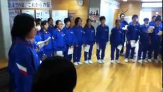 24.2.9(木)帰りの会で1年生合同学活での合唱練習.