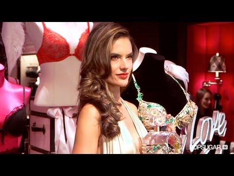 How Alessandra Ambrosio Stays Glowing and Fit - 동영상