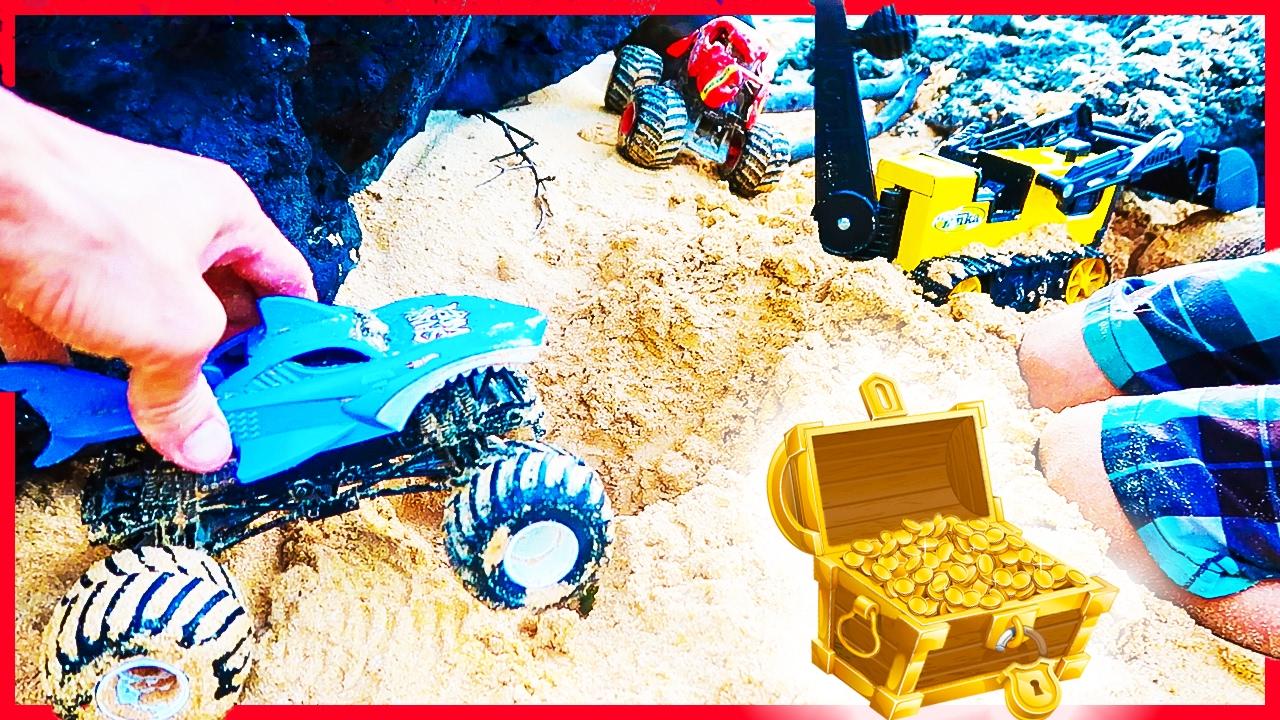 Monster Trucks Dig Up Treasure At The Beach Youtube
