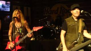 "Lita Ford - ""Living Like a Runaway"" - LIVE"