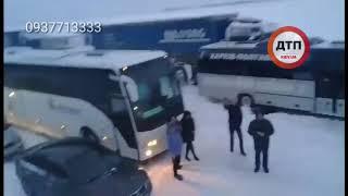 Белое безмолвие: утро на трассе Киев-Харьков, Полтавская область, заблокированы тысячи авто....