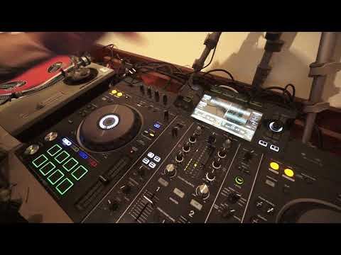 PIONEER XDJ-RX2 HOW TO USE THE HOT CUE BEAT LOOP BEAT JUMP AND SLIP LOOP