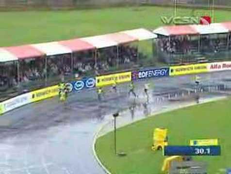 Kikaya upsets Carter on wet track