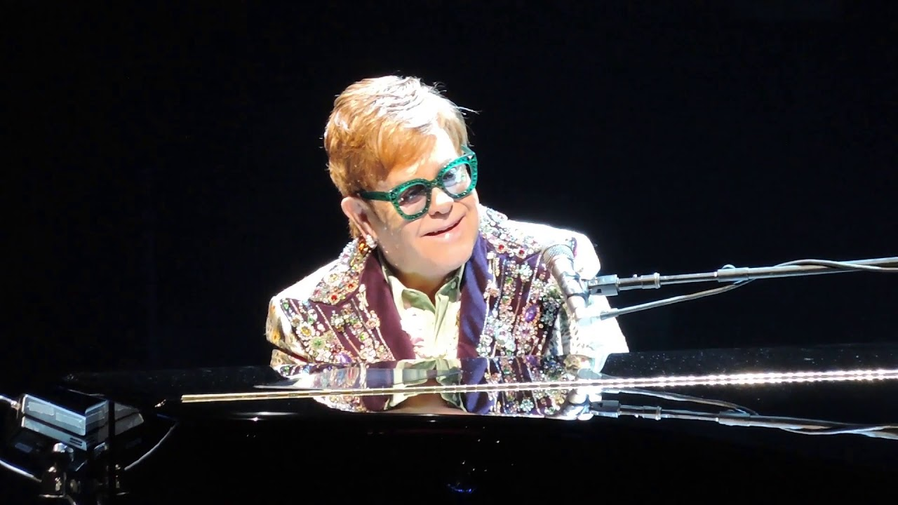 Elton John Christmas Outfit.Elton John Says Farewell Yellow Brick Road On Final Tour