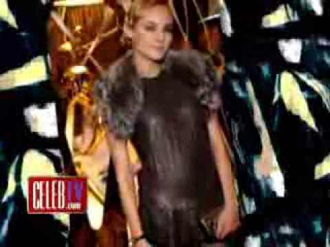 Pamela Anderson's Wardrobe Malfunction at Paris Fashion We ...