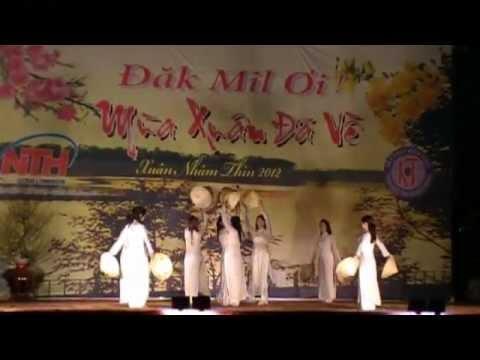 Múa Việt Nam Gấm Hoa - CLB Người Dakmil - Giao thừa Dakmil 2011-2012