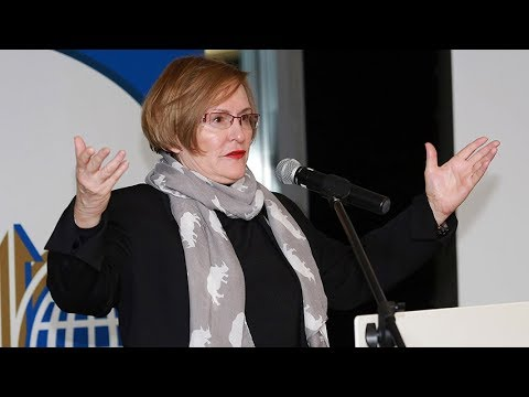 Helen Zille's toyi-toyis with residents in Knysna