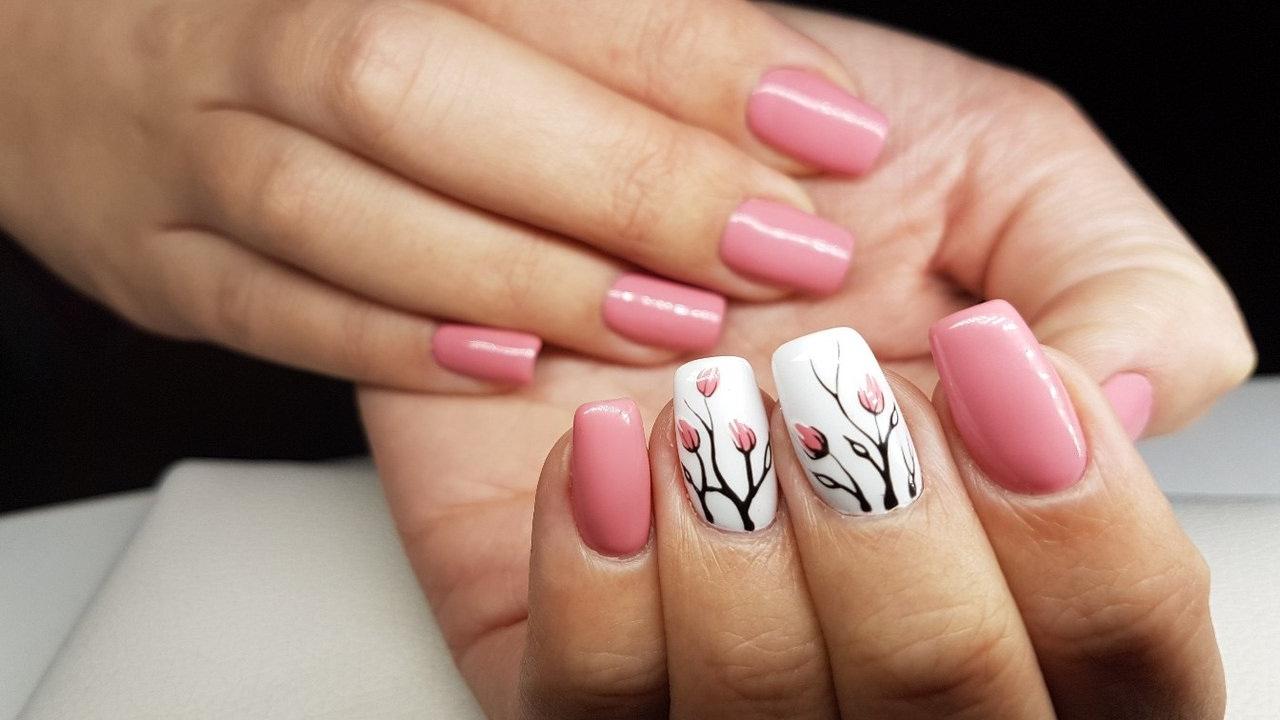 Дизайн простой на ногтях