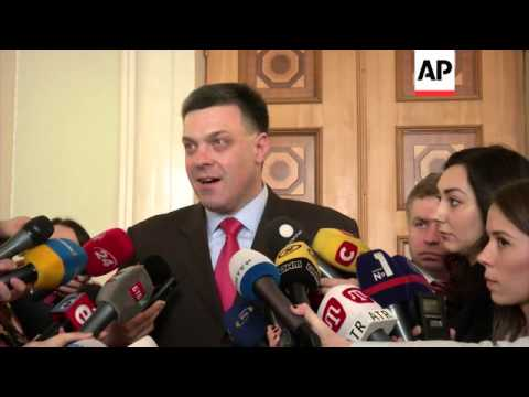 Lawmakers vote to dissolve Crimea assembly over referendum