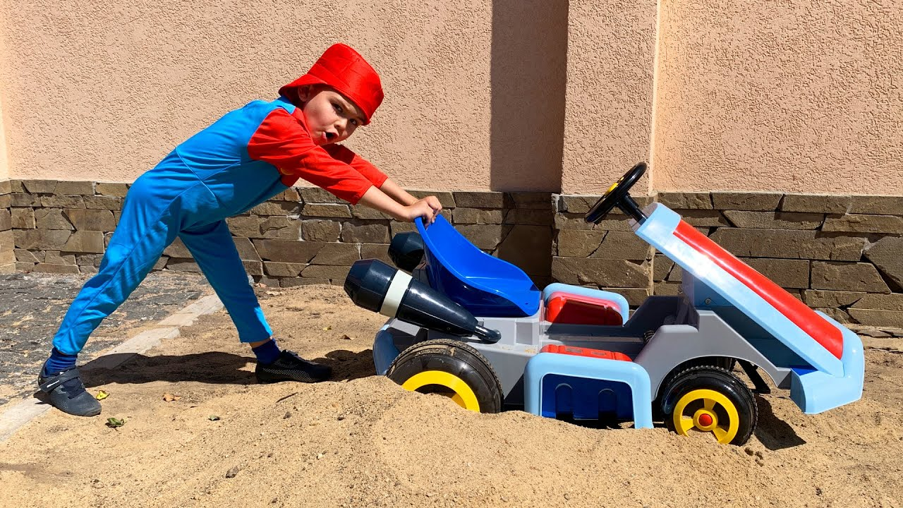 Дима забуксовал Мама на тракторе спешит на помощь