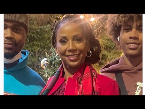 Actor Holly Robinson Peete says sons denied boarding at Vancouver airport
