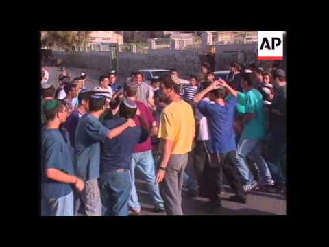 ISRAEL: HEBRON: PROTESTS AGAINST SIGNING OF PLO PEACE ACCORD (2)