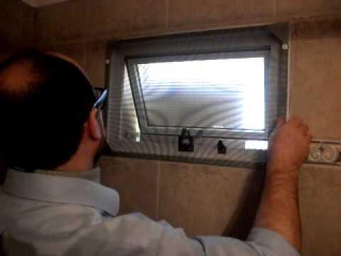 Mosquitero magn tico en ventana de ba o youtube for Mosquitero magnetico