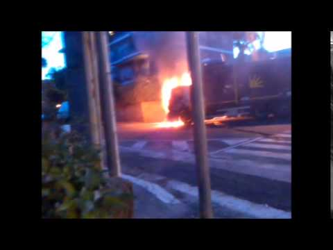 Trash Truck on fire - Camion spazzatura in fiamme a Roma 04-06-2014