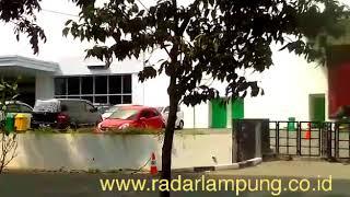 Download Video Pengamanan benda mencurigakan di Transmart oleh Tim Jibom Polda Lampung, Selasa (15/5). MP3 3GP MP4