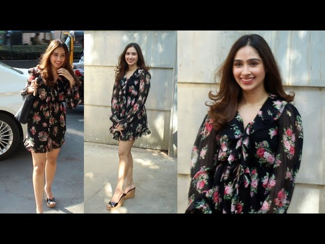 Beautiful Pashmina Roshan Spotted At Pooja House JUHU