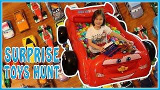 SURPRISE TOYS HUNT Giant Ball Pit Surprise Egg Hunt Disney Cars Lightning & Mater Turbo Flip Thomas