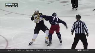 Zdeno Chara fights Josh Anderson after a hit, on October 30, 2017.