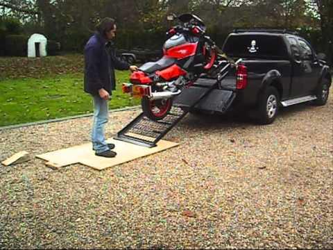 MOTORCYCLE LIFT-RAMP 17/11/2010 ENGLAND - YouTube