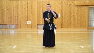 Kendo Basics : Fighting Stance, or Kamae and Sonkyo - The Kendo Show
