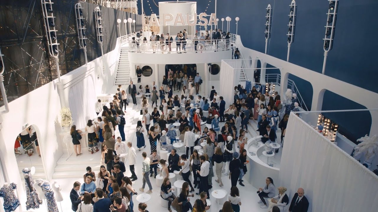 'Behind-the-scenes at CHANEL' at the Cruise 2018/19 Show — CHANEL