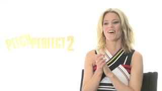 "Pitch Perfect 2: Director Elizabeth Banks ""Gail"" Official Movie Interview"