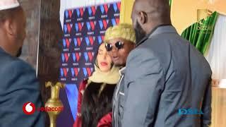 MAMENEJA wa DIAMOND  wamvuta MWARABU FIGHTER kupiga PICHA na HARMONIZE na SARA akiwepo.
