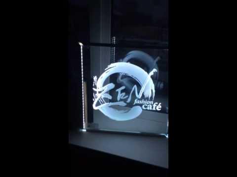 Подсветка пескоструйного рисунка на стекле