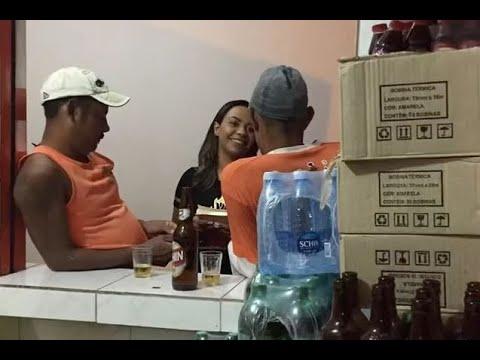 FLAGRA: Missionária explica a seguidores ida em bar