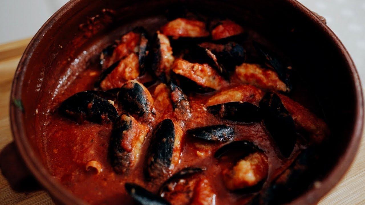 Cozze ripiene al sugo – La ricetta tradizionale pugliese